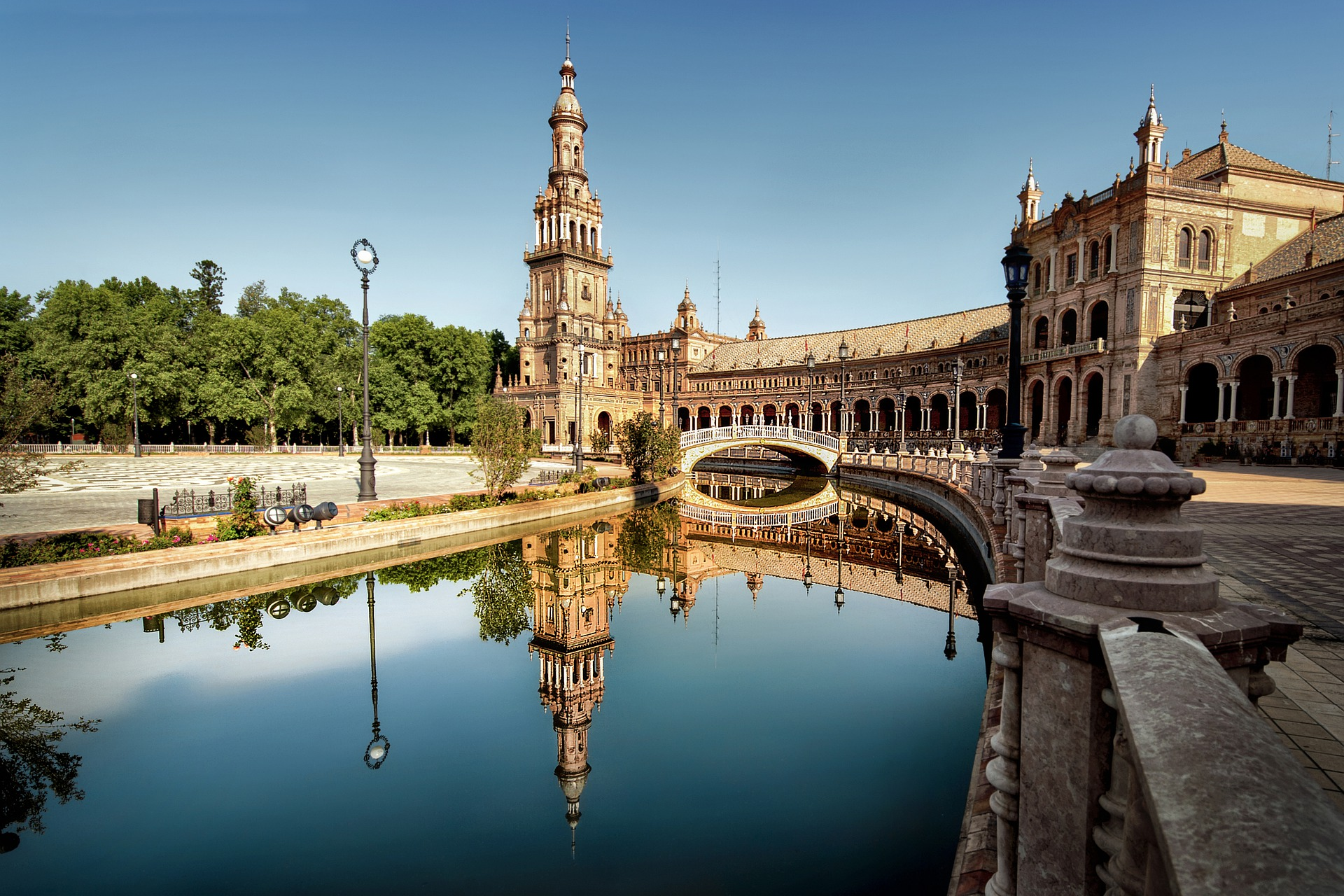 Cómo invertir en bienes raíces en España?